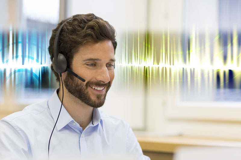 HD-Voice-Call_w-headset